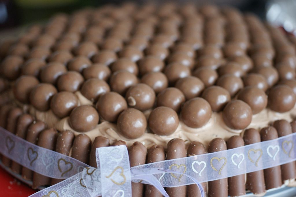 Layer cake fingers maltesers 2