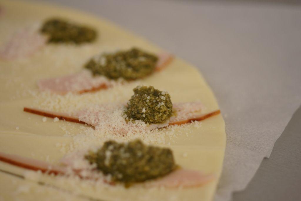 Croissants pesto